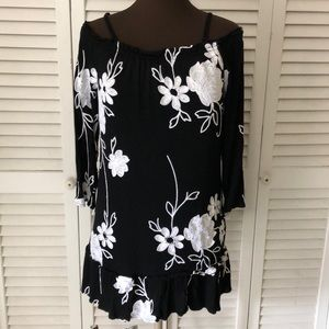 INC black and white floral top. Size PM
